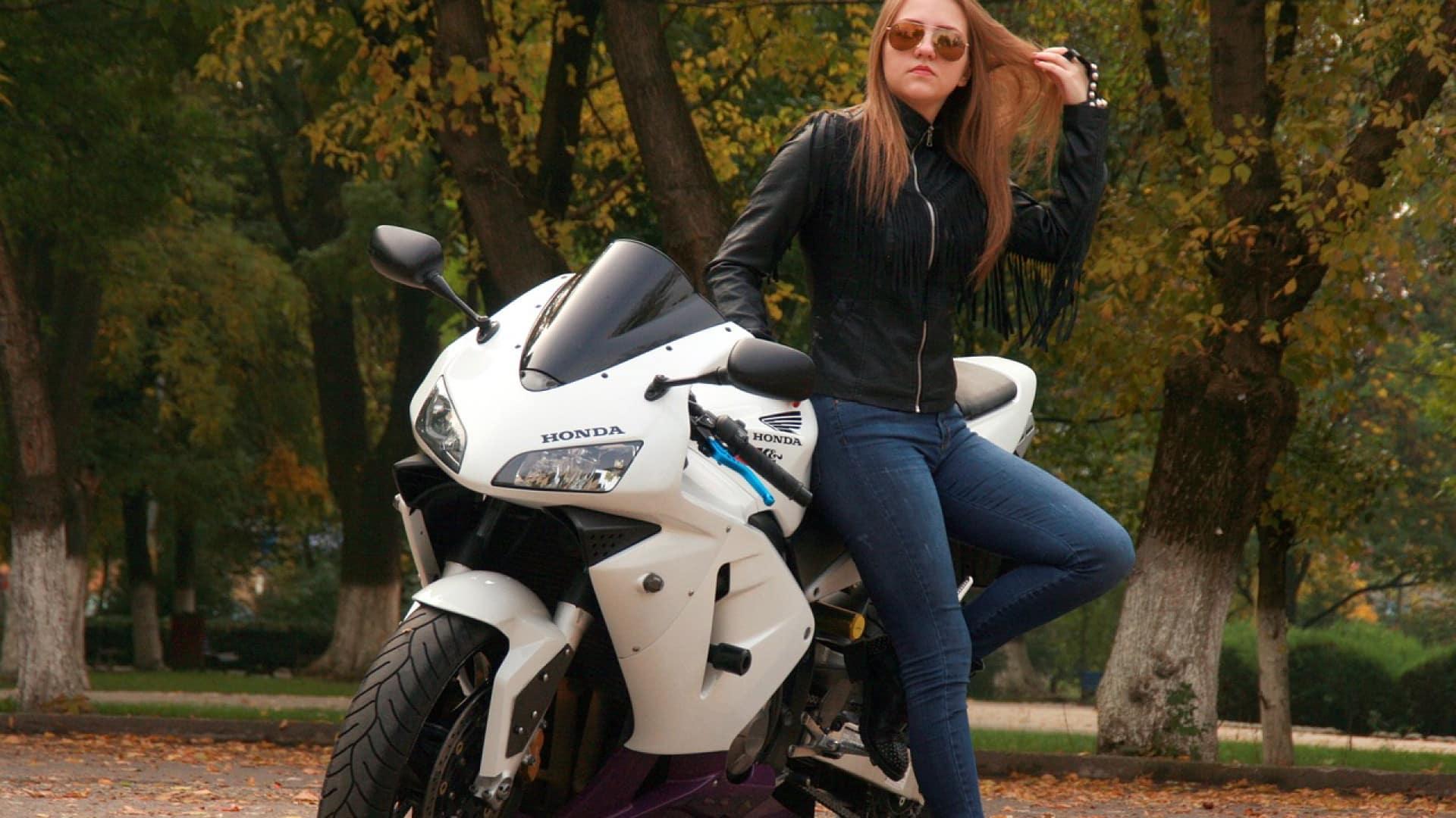 Prévoyez un second casque de moto pour vos rendez-vous amoureux !
